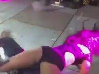 Dansçı Kızı Esneten Tek Bacaklı Lopez