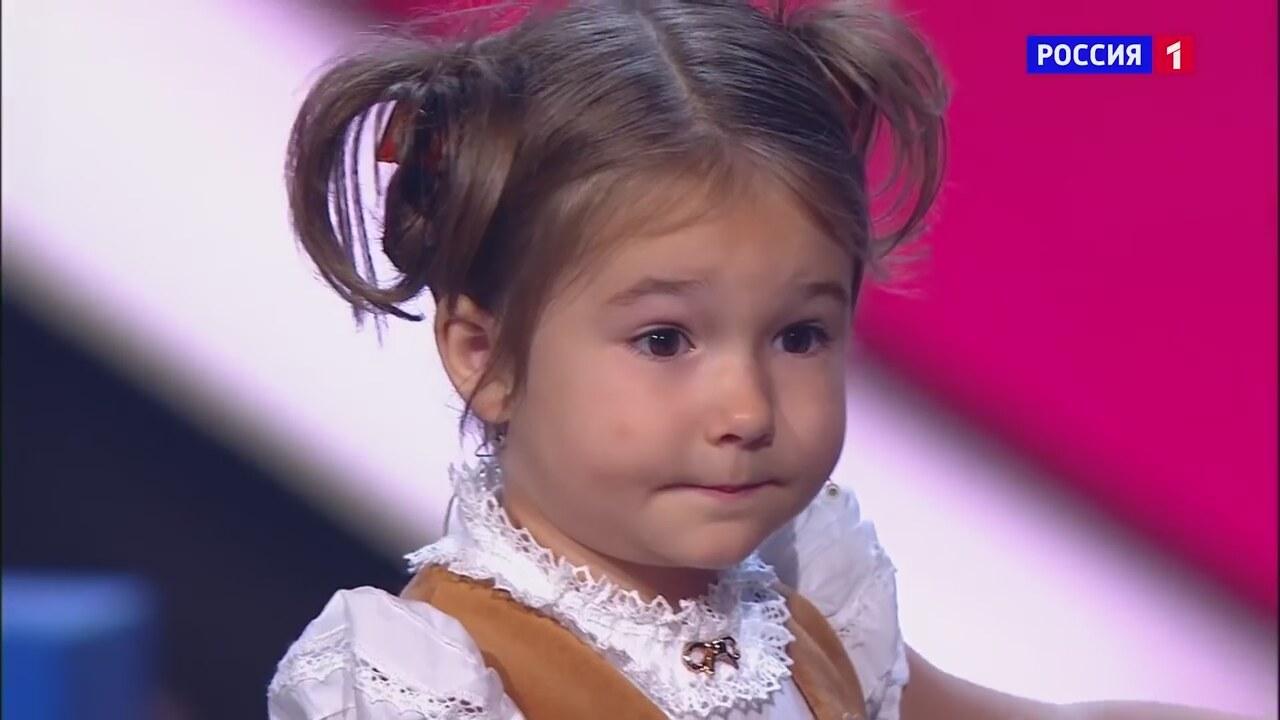4 yaşında 7 dil konuşuyor