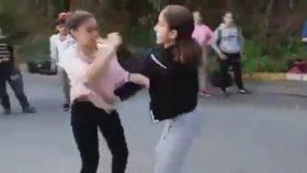 Türk Kızların Bol Küfürlü Kavgası