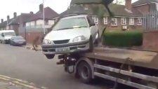 Çekicinin Üstündeki Aracına Binip Kaçmaya Çalışan Sürücü