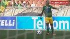 Maçta Topla Şov Yapan Futbolcu Sarı Kart Gördü