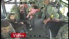 Halk Otobüsünde Doğum Yapan Kadın