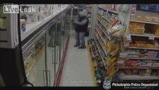 Market Çalışanının Kafasına Silah Dayayıp Soygun Yapan Adam