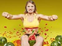 Bacak Arasında Karpuz Patlatma Rekoru Kıran Kadın