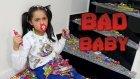Kötü Bebek Melike Yüzlerce Şekeri Merdivenden Atıp Dağıtıyor - Bad Baby