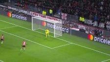Robert Lewandowski'nin PSV'ye penaltıdan attığı gol