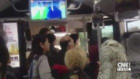 Metrobüs Şoförüne Vurmak İçin Şemsiye İstedi