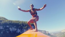 Zipline Üzerinde Sörf Yapan Çılgın İnsanlar