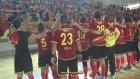 Türk ve Hollandalı Sporcular Kol Kola - İsyan Marşı