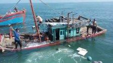 Saniyeler İçinde Batan Balıkçı Teknesi