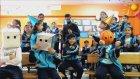 Güzel Öğretmenlerin Ellerinde Rap Yaparak Ders Öğrenen Öğrenciler