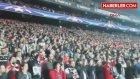 """Sağırlar Milli Federasyonu, Beşiktaş'ın """"Sessiz Tezahürat""""ına Ödül Verdi"""