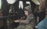 7 Yaşındaki Kızına Geyik Vurdurtan Baba