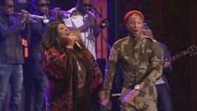 Pharrell Williams feat. Kim Burrell - I See a Victory (Canlı Performans)