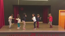 Yengeç Kumda Dur Şarkısı Dansı Orff Şarkısı Tekirdağ Mektebim Okulu Büşra Gençel