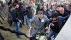 Şehit Cenazesinde CHP Çelengini Parçalamak