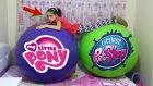 Dev Balonları Patlattık İçindekilerle Süper Bir Yarışma Yaptık | Giant Ballon
