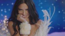 Victoria's Secret Meleklerinden İç Açıcı Yılbaşı Şarkısı