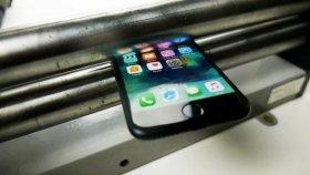 İphone 7, Merdaneden Geçirilerek Test Ediliyor