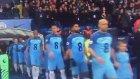 Manchester City'li Futbolcular Seremoniye İlkay Gündoğan Formasıyla Çıktı