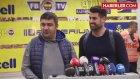 Ümit Özat, Röportaj Sırasında Volkan Demirel'in Ensesine Vurdu