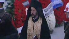 Andrey Karlov'un Cenaze Törenindeki Papazın Nihat Doğan'a Benzemesi