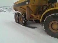 Belden Kırma Kaya Kamyonunun Karda Kayması