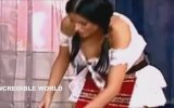 Keçiden Süt Sağarken Memeleri Dalgalanan Kadın