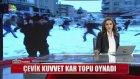 Vatandaşın Çevik Kuvvet ile Kar Topu Oynaması