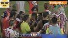 Maçta Yenilgiyi Hazmedemeyen Futbolcular Rakiplerine Saldırdı