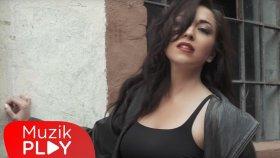 Nil Özalp feat Serdar Ortaç - Kal Aklımda (Official Video)