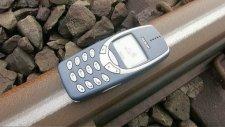 Nokia 3310'un Üzerinden Tren Geçerse