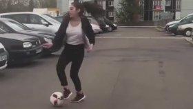 Yetenekli Kızın Sokakta Freestyle Performansı