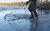 Kırık Buzların Üzerinde Kayak Yapmak