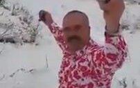 Kar Üstünde Şalvarı İle Döktüren Zilli Dayı