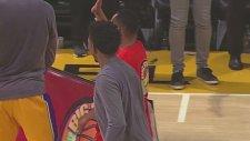 Lakers Taraftarı Bu Basket İle Turnayı Gözünden Vurdu!