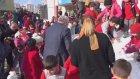 Çocuklar İçin Okula Kar Getiren Belediye Başkanı