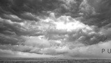 Kasvetli Görünen Siyah Beyaz Görüntüsüyle Fırtına Bulutları