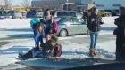 Karda Kayıp Düşen Güzel Kızlar