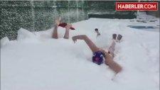 Galatasaraylı Sutopu Oyuncuları Karların İçerisinde Yüzdüler
