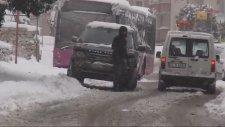 Sürücülerin Buzlu Yollarla İmtihanı