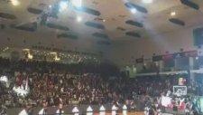 Taraftarlar, Akatlar Arena'yı İzmir Marşı'yla inletti.