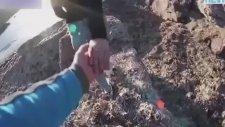 Kız Arkadaşını Kayalıklardan Atarken Video Çekti