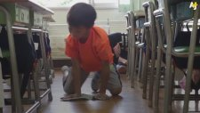Oyun Diye Çocuklara Okulu Temizletmek