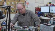 Xbox One S'i Parçalarına Ayırarak Dizüstü Bilgisayara Çeviren Adam!