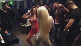 Bulgar Düğününde Dansözlerin Dans Kapışması