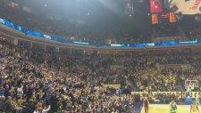 İzmir Marşını Fenerbahçelilerin Yunanlılara Karşı Haykıra Haykıra Okuması