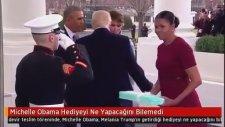 Michelle Obama Hediyeyi Ne Yapacağını Bilemedi