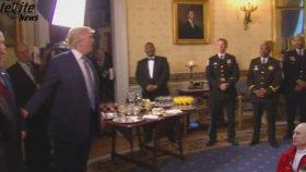 Trump FBI Başkanını Öpücükle Çağırdı