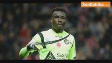 Taraftarlar, Maçta 3 Gol Yiyen Togo Kalecisinin Evini Yağmaladı